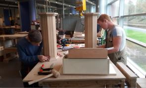 Twee studenten naar Skills Heroes vakwedstrijden voor Meubelmaker